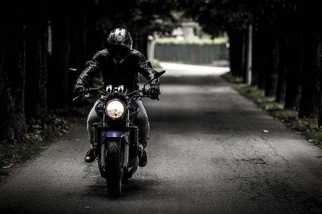 ed35b60e2af71c3e81584d04ee44408be273e4d41eb4134993f8_640_motorbike